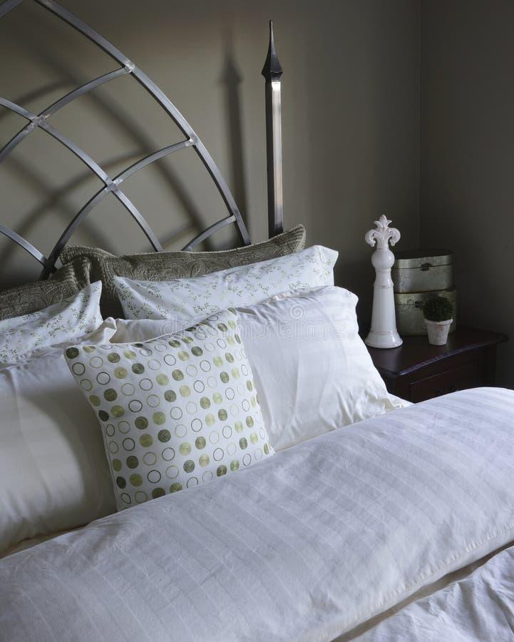 Łóżkowe pościele i poduszek skrzynki fotografia stock