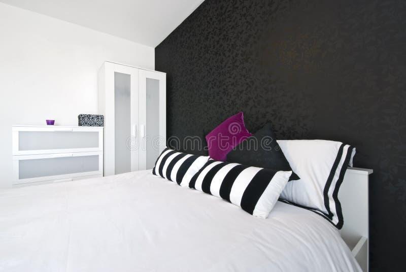 łóżkowego sypialni szczegółu królewiątka nowożytny rozmiar fotografia stock