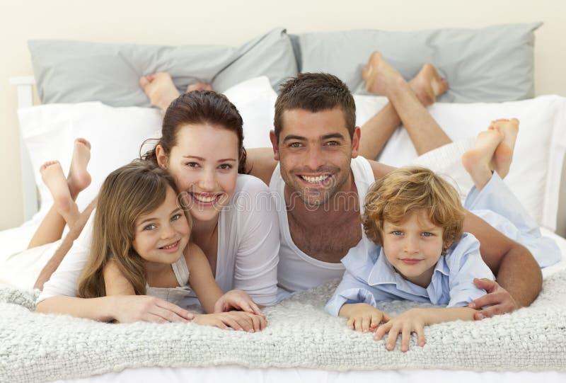 łóżkowej kamery rodzinny ja target2374_0_ zdjęcie royalty free
