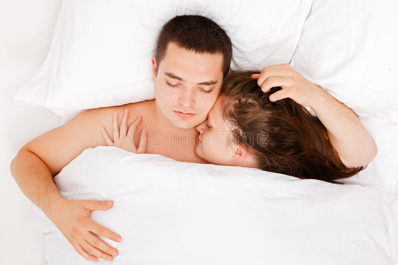 łóżkowi sypialni współmałżonkowie zdjęcie stock