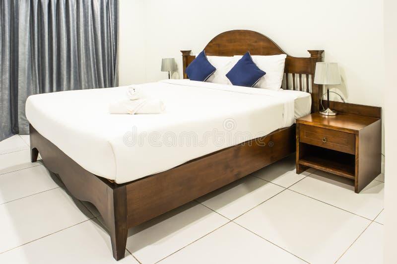 łóżkowy dwoisty pokój hotelowy zdjęcie stock