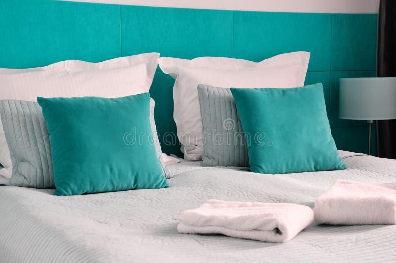 łóżkowy dwoisty pokój hotelowy zakwaterowanie obrazy royalty free
