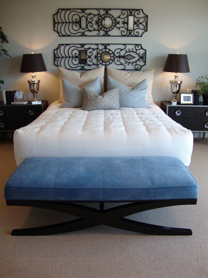 łóżkowy nowożytny izbowy vertical obraz stock