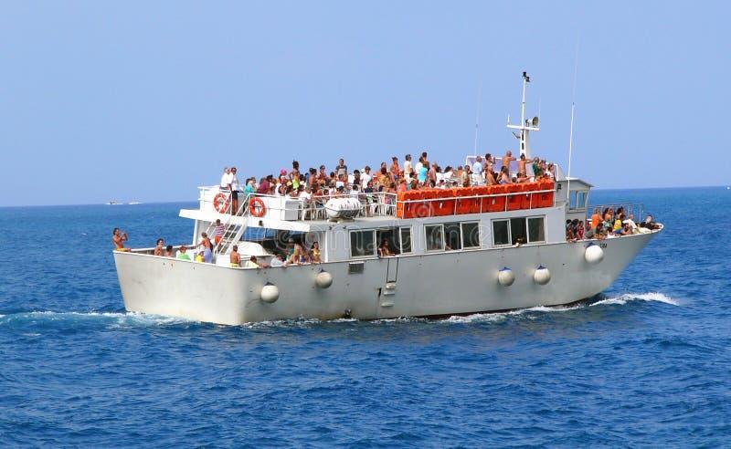 łódź i turyści w obrazy stock