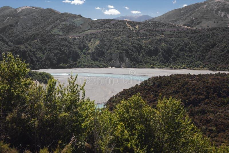 Łódź motorowa ściga się nad Waimakariri rzeką obraz royalty free