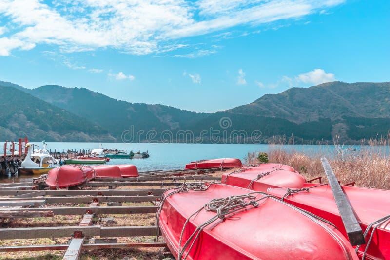 ??d? na Ashi jeziorze Hakone, Japonia zdjęcie stock