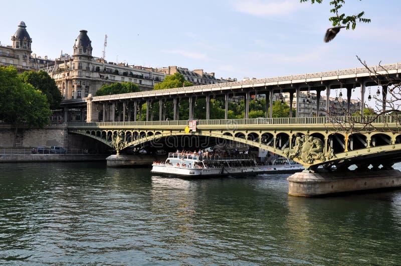 Łódź na rzecznym wontonie w Paryż, Francja fotografia royalty free