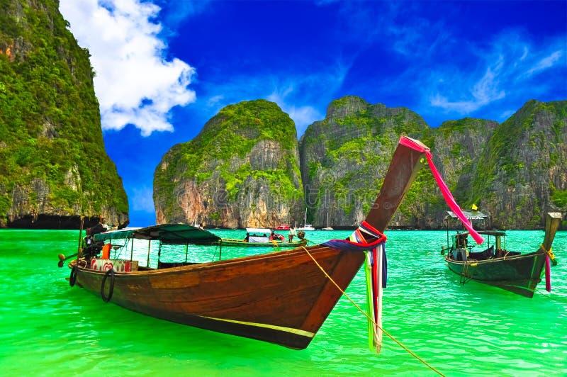 Łódź przy Tajlandia plażą obraz stock