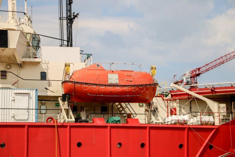 Łódź ratunkowa lub lifeboat łódź na montażu - wspornik fotografia stock