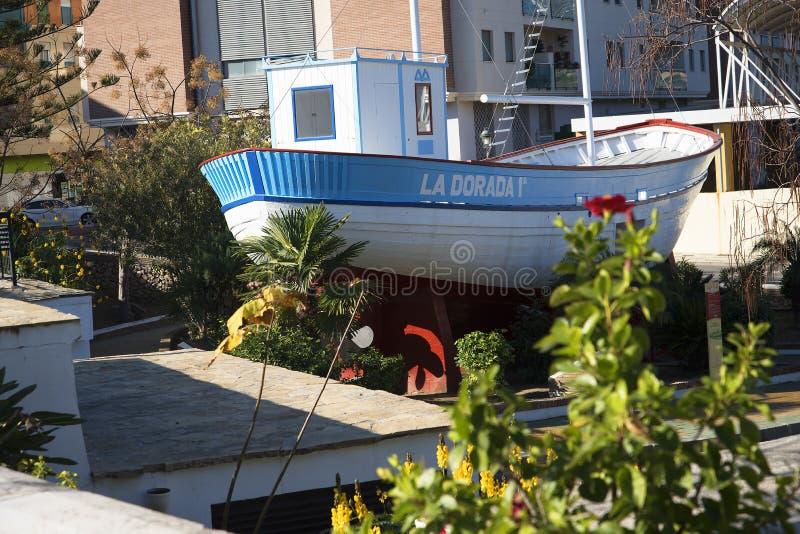 Łódź rybacka los angeles Dorada, robić teraz sławny w 1980s serialach telewizyjnych Verano Azul w parku w Nerja Hiszpania obrazy stock