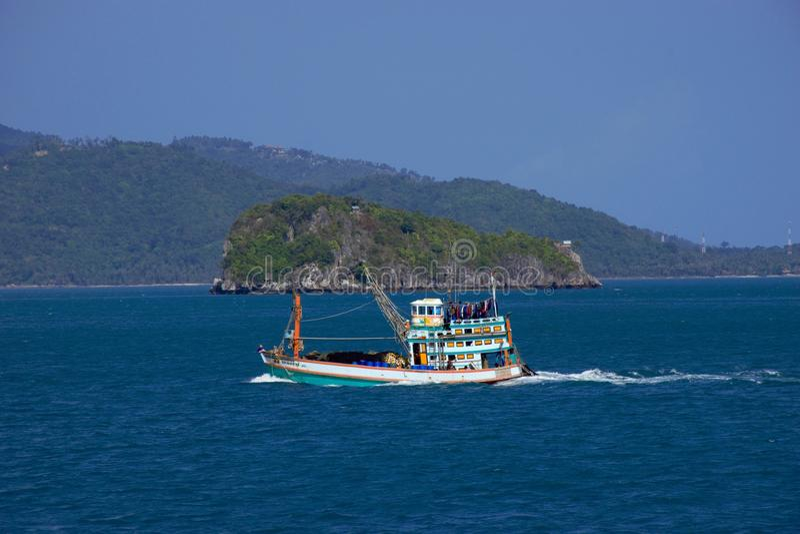 Łódź rybacka na morzu zdjęcia royalty free