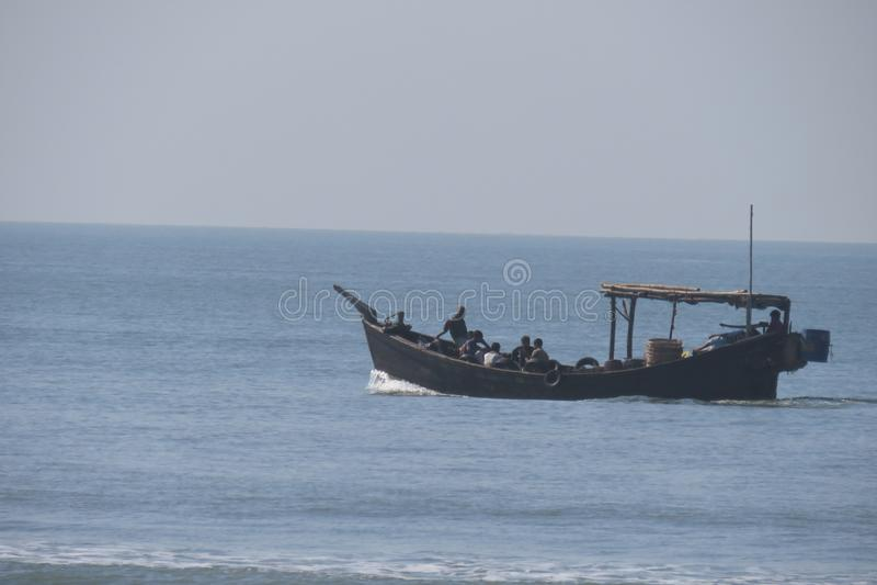 Łódź rybacka przy cox bazar plażą obraz stock