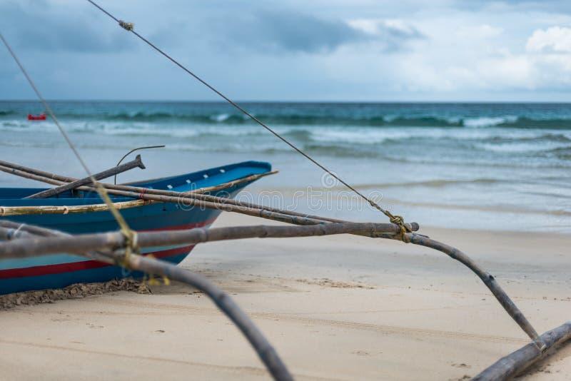 Łódź rybacka przyglądająca przy morzem out longingly fotografia royalty free