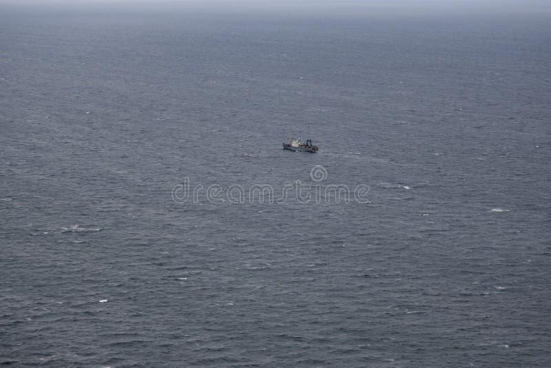 Łódź rybacka rusza się miejsce chwyt śledź fotografia royalty free