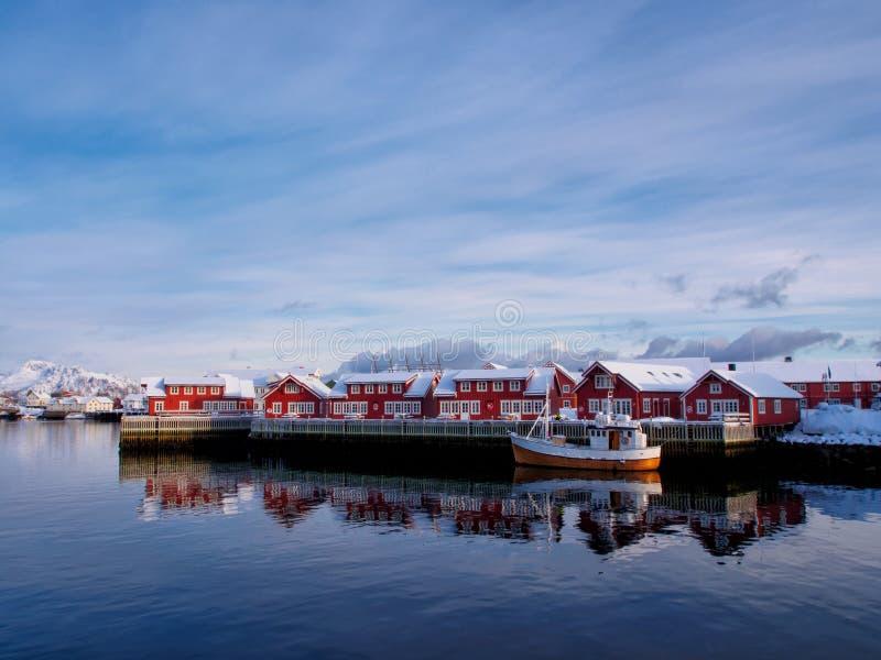 Łódź rybacka w porcie Svolvaer, Lofoten, Norwegia fotografia royalty free