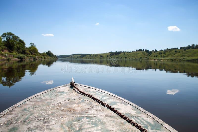 Łódź unosi się na wodzie fotografia royalty free