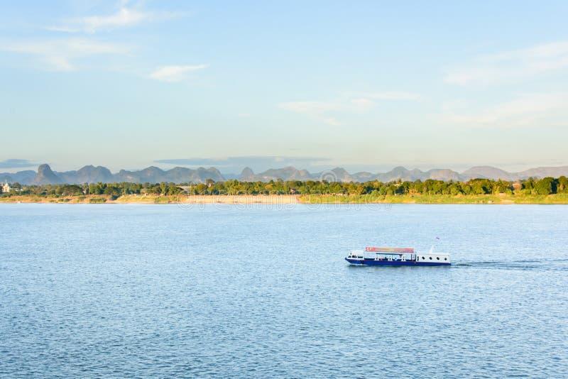 Łódź w Mekong rzeczny Nakhonphanom Tajlandia Lao fotografia royalty free