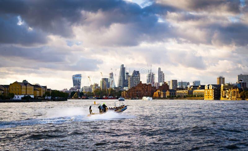 Łódź w Thames fotografia royalty free