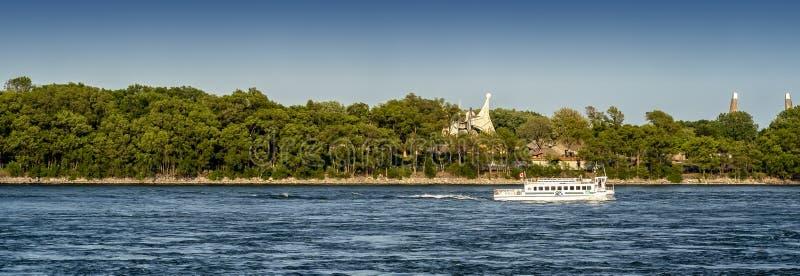 Łódź wahadłowowie na Lawrance seaway zdjęcie stock