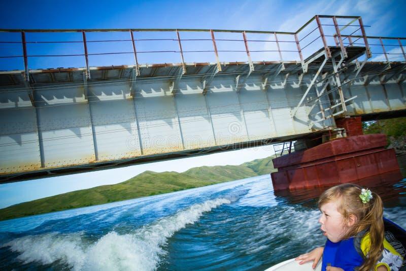 łódkowata dzieci podróży woda obrazy stock