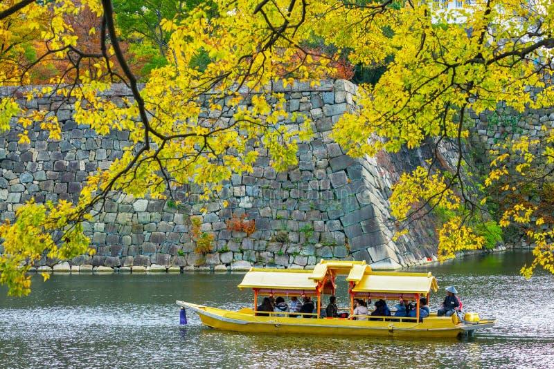 Łódkowata przejażdżka wokoło Osaka kasztelu obraz stock