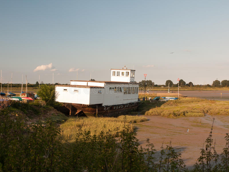 Łódkowatego domu żeglowania klubu drewna krajobrazu Maldon czerni biała woda zdjęcie stock