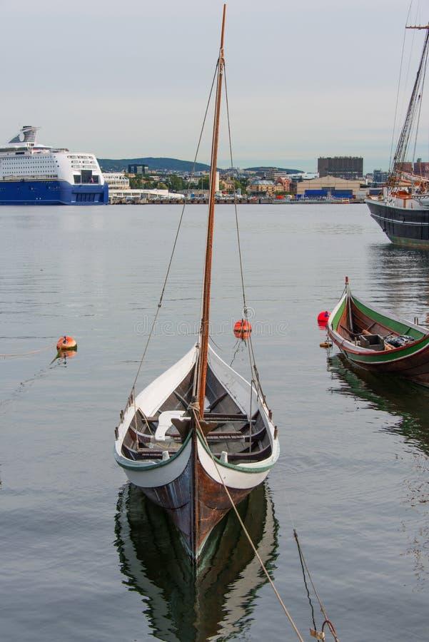 2 łódkowatego drewniany fotografia royalty free