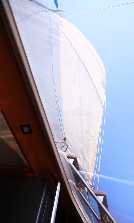 Łódkowatego porthole żaglówki widoku błękitnego oceanu nieba denny żagiel zdjęcie royalty free