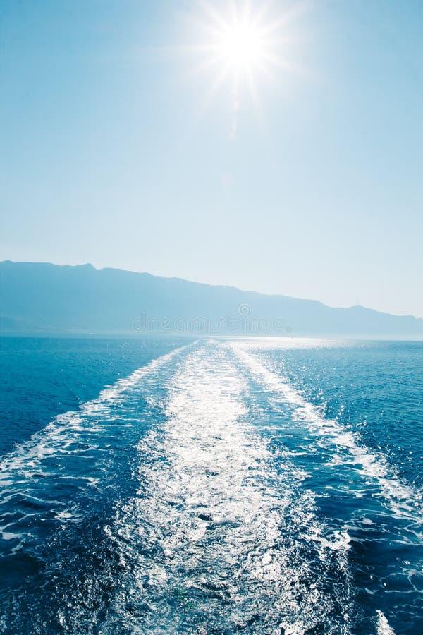 Łódkowaty ślad na morzu zdjęcie stock