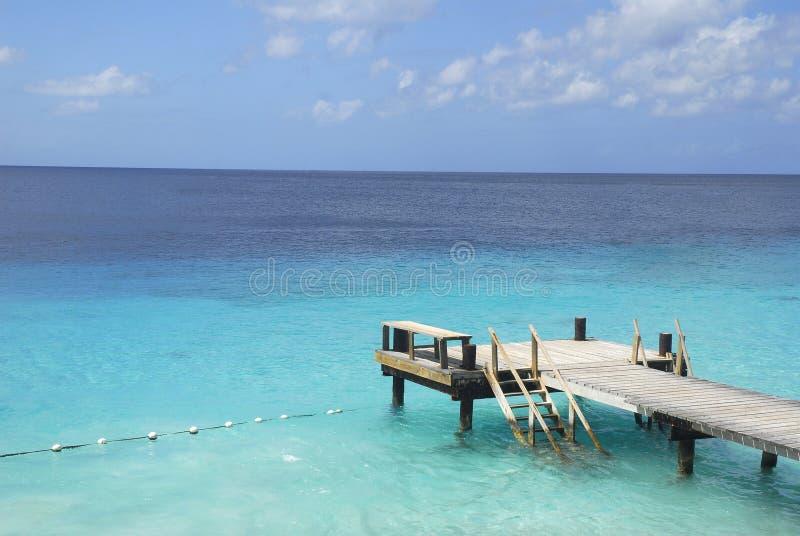 Łódkowaty dok w tropikalnych wodach obraz royalty free