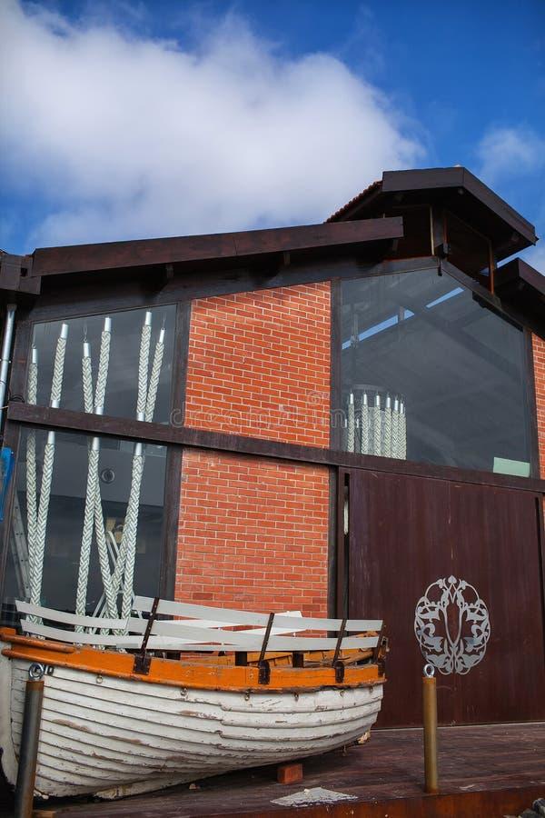 Łódkowaty i łódkowaty hangar fotografia royalty free
