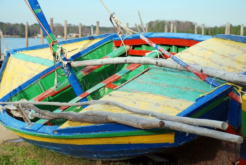 łódkowaty kolorowy żagiel obrazy stock