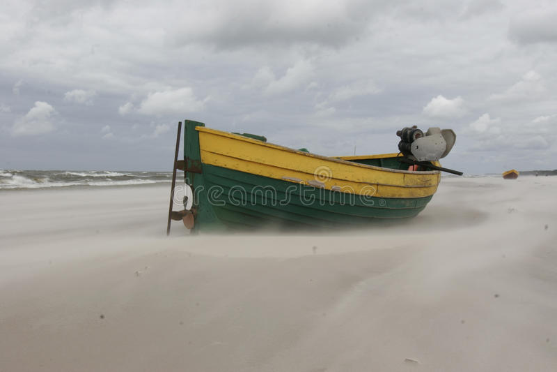 Download łódkowaty połów obraz stock. Obraz złożonej z chmura - 13342751