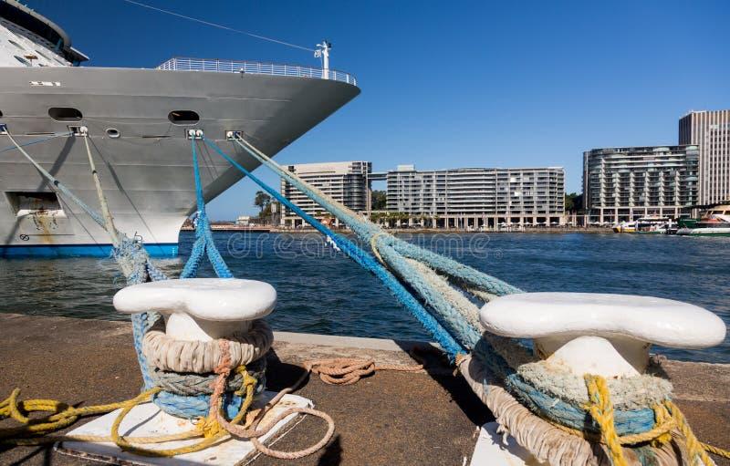 Łęk statek wycieczkowy w Sydney schronieniu Australia fotografia royalty free
