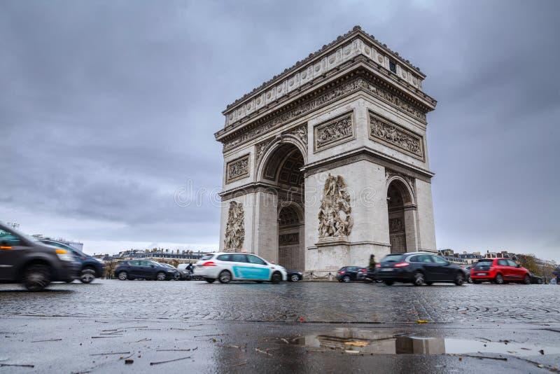 łękowatego miasta dzień krajobrazu Paris pogodny triumfalny De Triomphe łuk Widok miejsce Charles De Gaulle fotografia royalty free