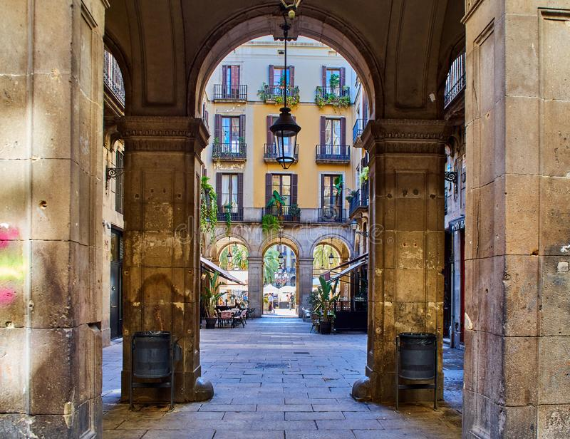Łękowaty filar w Barri GÃ ² tic Starym miasteczku Barcelona obraz stock
