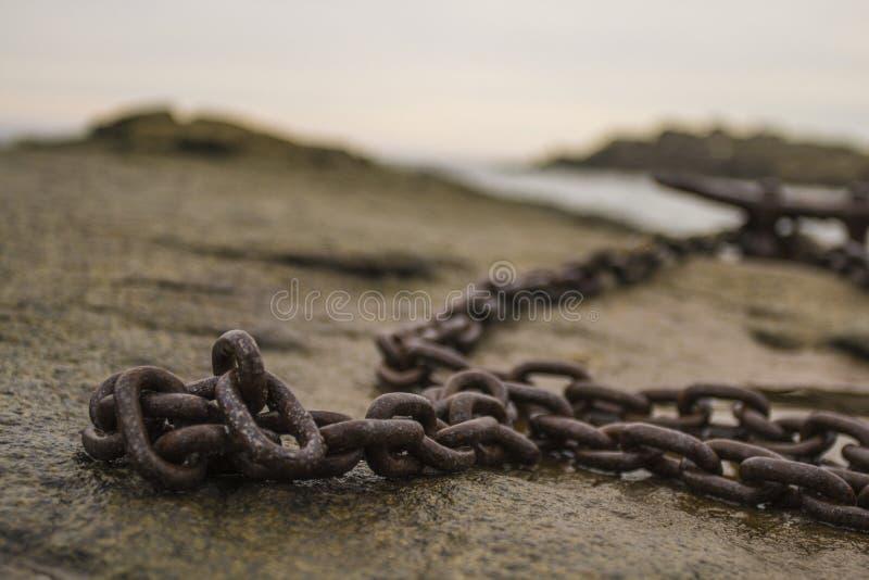 Łańcuch na skale obrazy royalty free