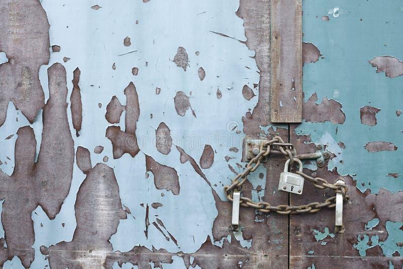 łańcuchu zamknięty drzwiowego kędziorka zamknięty bezpieczny zabezpieczać fotografia royalty free