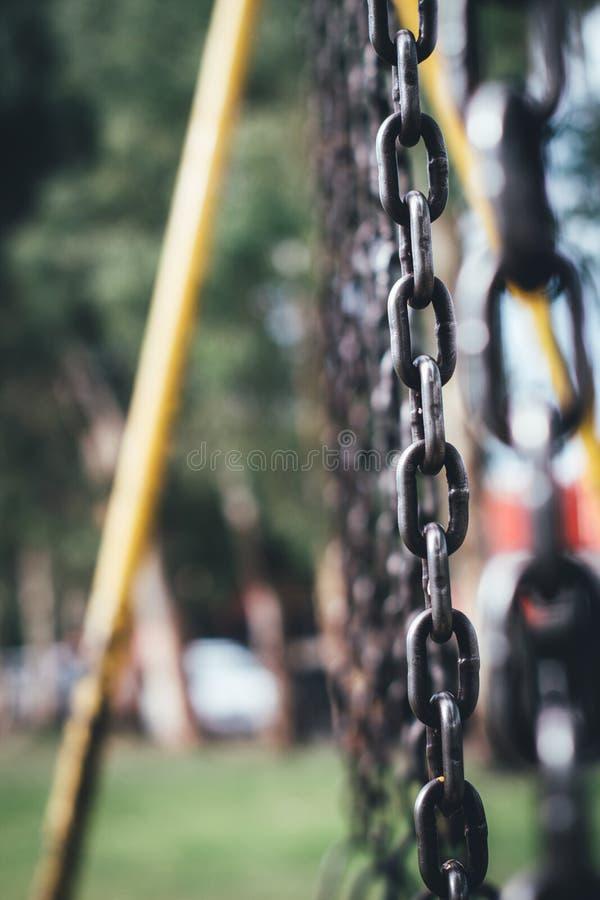 Łańcuchy bawić się w parku zdjęcia royalty free