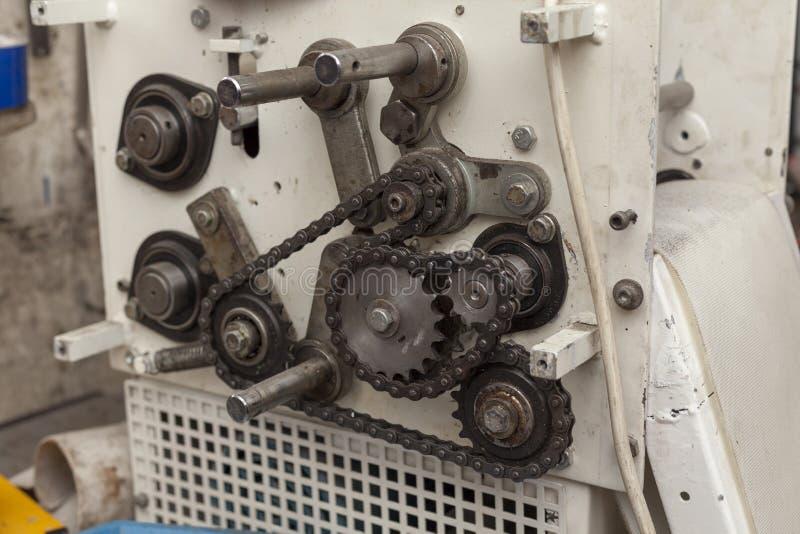 Łańcuchy i sprockets na starej maszynie fotografia royalty free