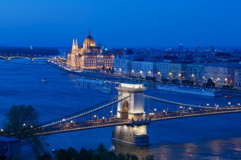 Łańcuszkowego mosta i parlamentu budynek, Budapest, Węgry obrazy royalty free