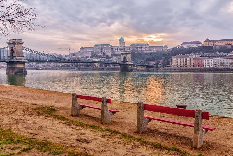 Łańcuszkowy most w Budapest, przy zmierzchem zdjęcie stock