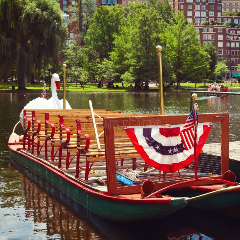 Łabędzie łodzie przy Boston Jawnym ogródem, Boston, msza zdjęcia royalty free