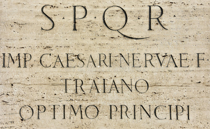 Łacińska inskrypcja Romański cesarz Trajan fotografia stock