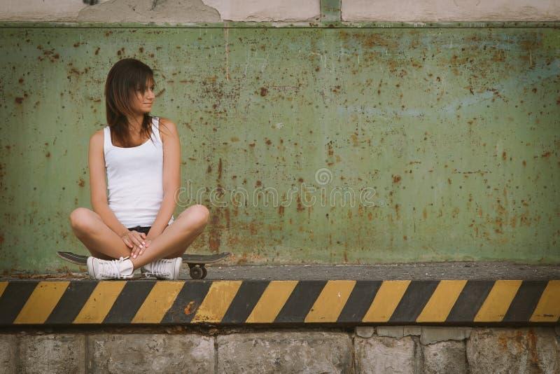 Ładna łyżwiarki dziewczyna obrazy stock