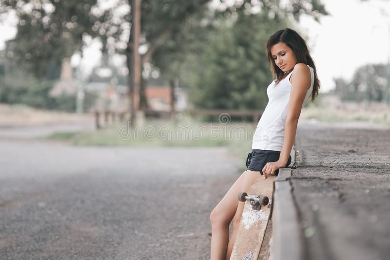 Ładna łyżwiarki dziewczyna zdjęcia stock