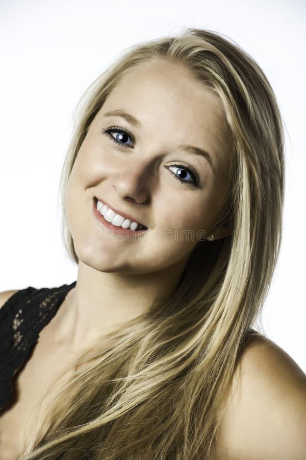 Ładna blond dziewczyna z niebieskimi oczami obraz royalty free