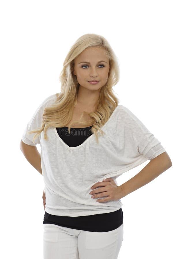 Ładna blondynki kobieta w czarny i biały zdjęcia royalty free