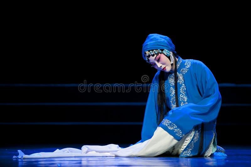Ładna chińska tradycyjna opery aktorka z teatralnie kostiumem zdjęcie stock