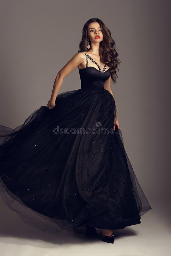 Ładna dziewczyna w balowej todze zdjęcia royalty free
